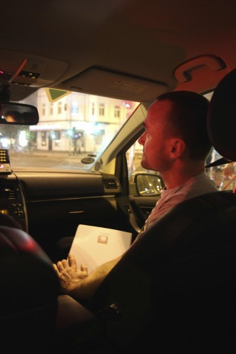 nächtliche Taxifahrt zum nächsten Einsatz