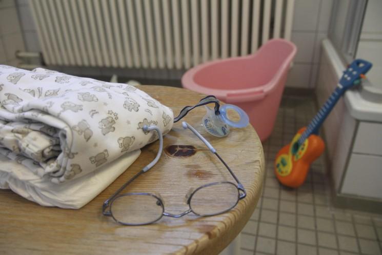 die Sachen eines Kindes im Badezimmer